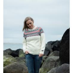 Råhvid sweater med rund hals