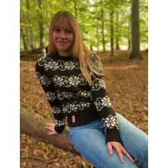 Brun sweater med mønster